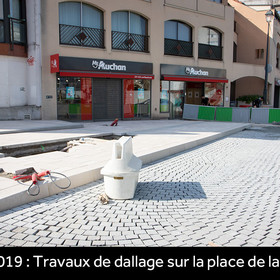 Travaux de dallage sur la place de la Cavée en avril 2019